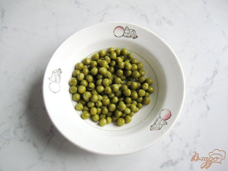 Фото приготовление рецепта: Рассольник с зеленым горошком шаг №4