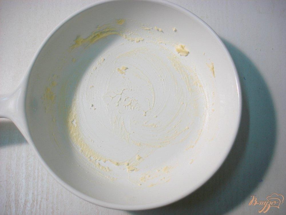 Фото приготовление рецепта: Яичница *Солнышко в облаках* шаг №1