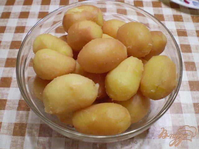 Фото приготовление рецепта: Картофель с чесноком и болгарским перцем шаг №2