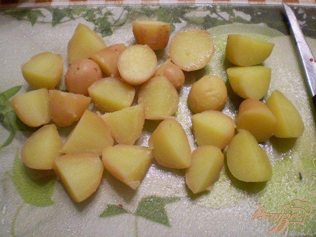 Фото приготовление рецепта: Картофель с чесноком и болгарским перцем шаг №3