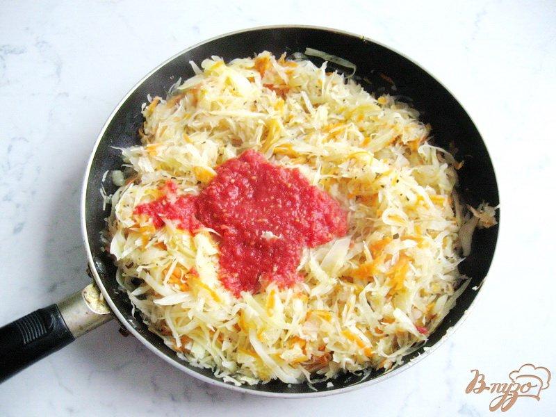 Фото приготовление рецепта: Солянка с копченой колбасой и сосисками шаг №5