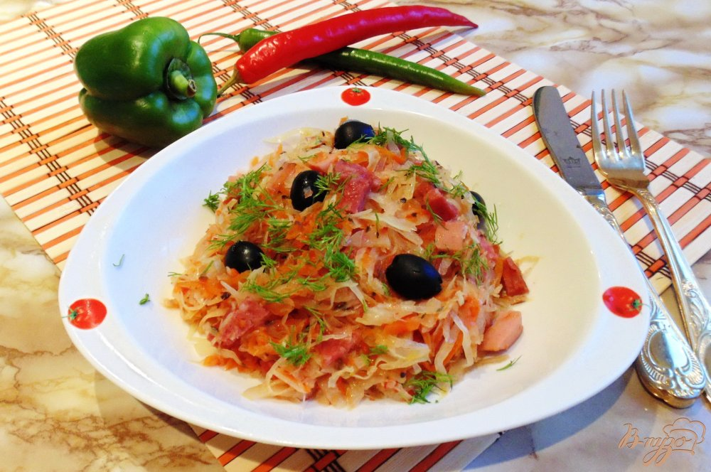 Фото приготовление рецепта: Солянка с копченой колбасой и сосисками шаг №7