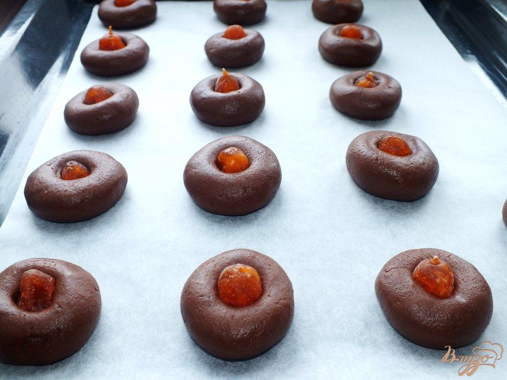 Фото приготовление рецепта: Шоколадное печенье с кумкватами шаг №6