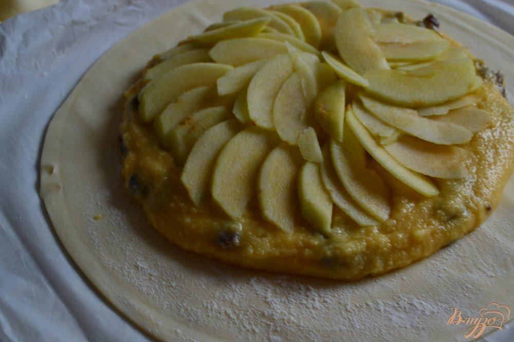 Фото приготовление рецепта: Королевская галета (Galette des rois) шаг №2