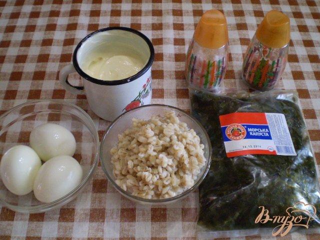 Фото приготовление рецепта: Салат с ламинарии, перловки и яиц шаг №1
