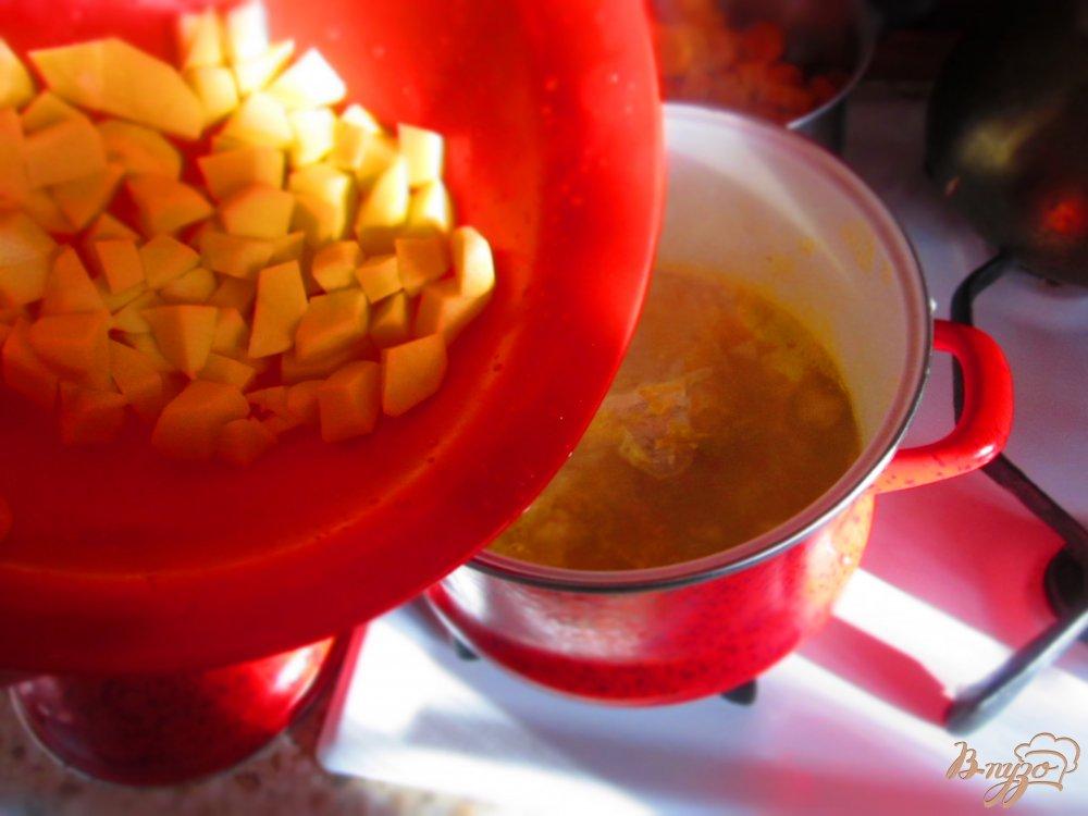 Фото приготовление рецепта: Рисовый суп с тыквой шаг №2