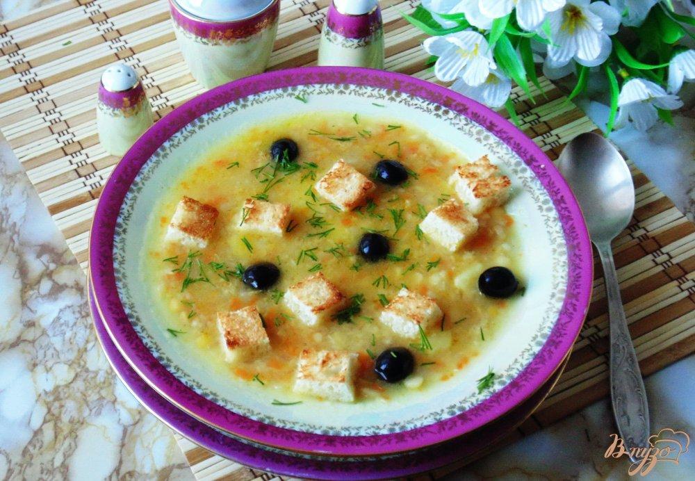 Фото приготовление рецепта: Постный гороховый суп с гренками и маслинами шаг №7