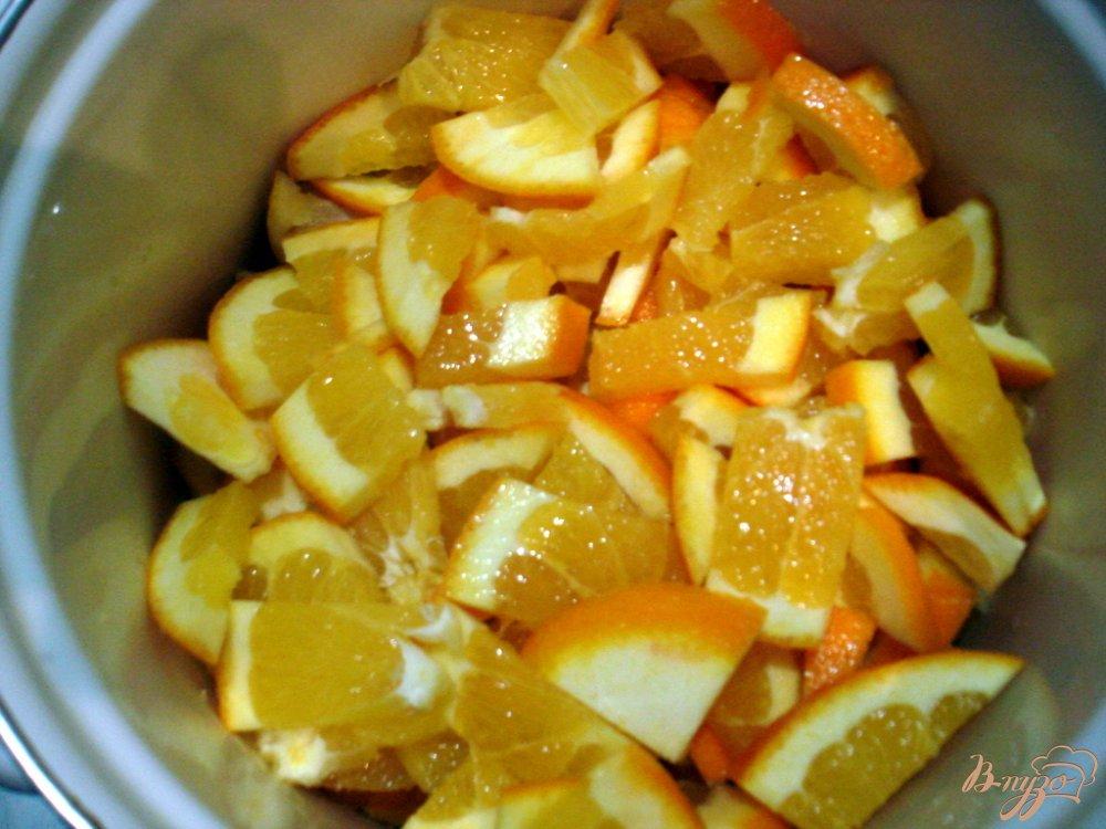 Фото приготовление рецепта: Напиток из апельсинов и лимона шаг №2