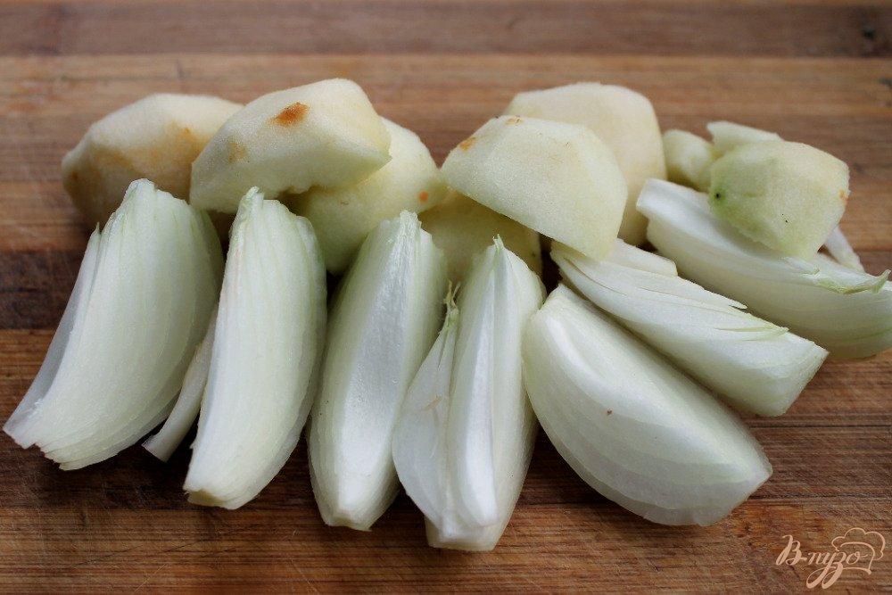 Фото приготовление рецепта: Крем-суп с голубым сыром шаг №3