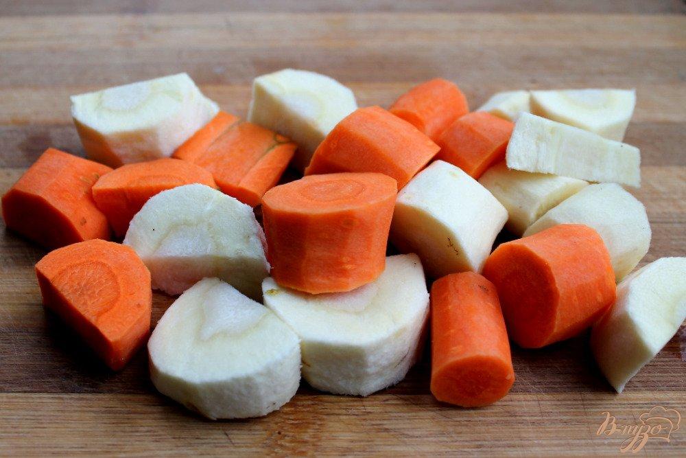 Фото приготовление рецепта: Крем-суп с голубым сыром шаг №2