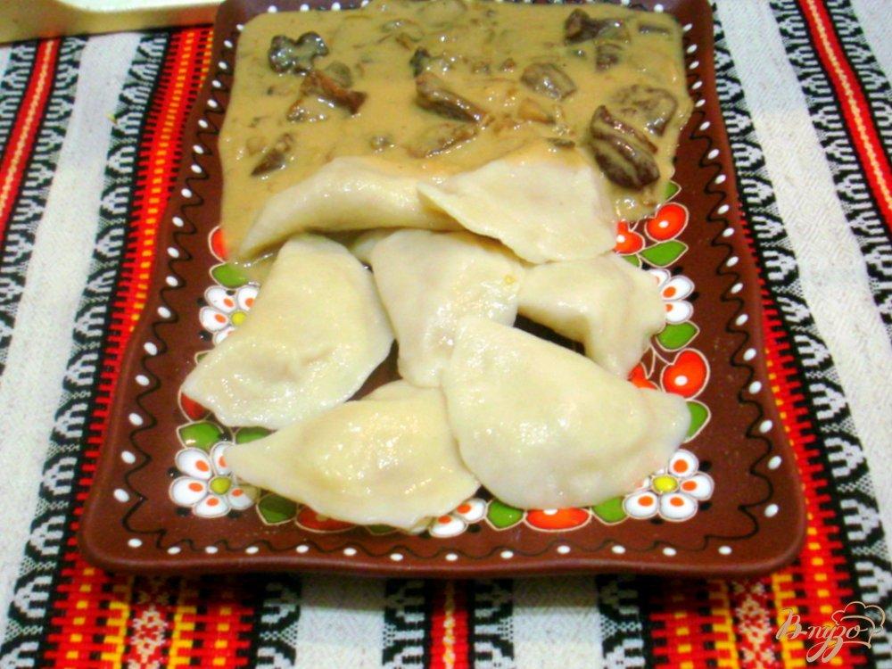 Фото приготовление рецепта: Заварные вареники с капустой и с картошкой. шаг №8