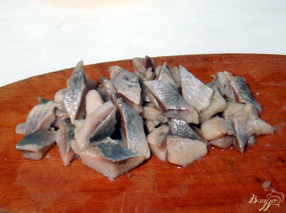 Фото приготовление рецепта: Салат из сельди яиц и картофеля шаг №6