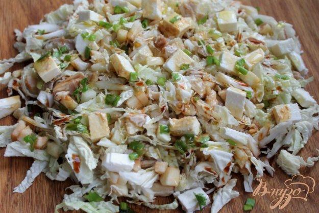 фото рецепта: Салат из пекинской капусты и курицы