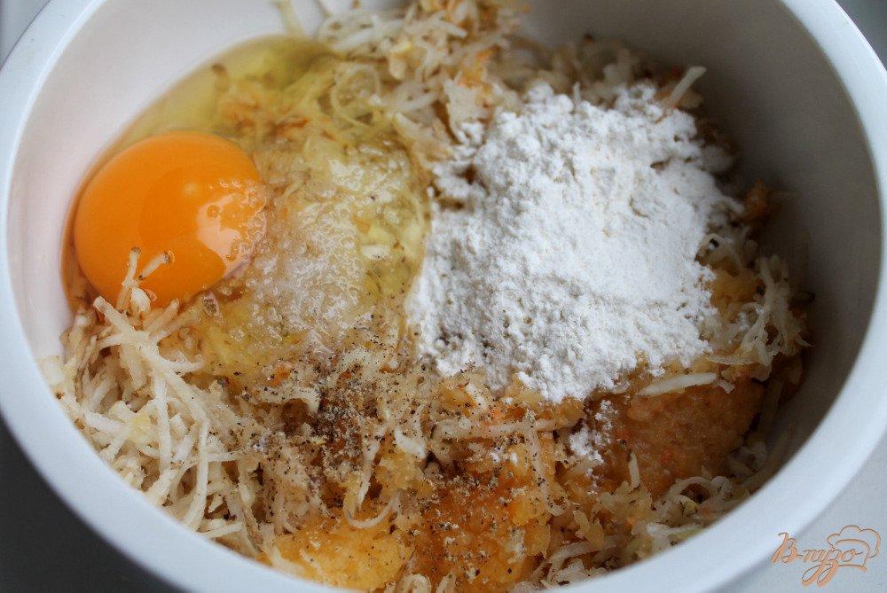 Фото приготовление рецепта: Драники из топинамбура и кабачка шаг №3