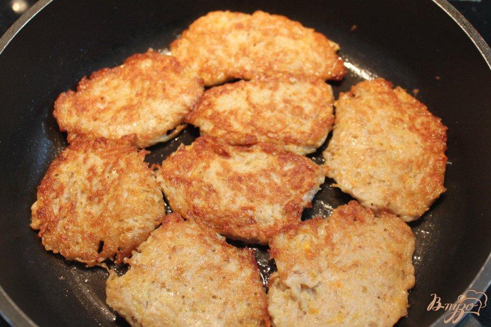 Фото приготовление рецепта: Драники из топинамбура и кабачка шаг №5