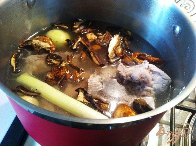 Фото приготовление рецепта: Суп из чечевицы с грибами шаг №4