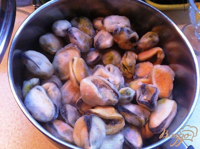 Фото приготовление рецепта: Тагльятелле с мидиями в томатном соусе шаг №1