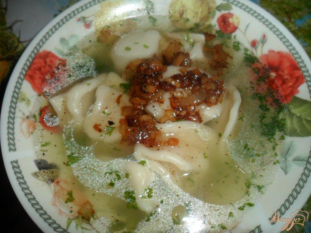 Фото приготовление рецепта: Пельменный суп с салом шаг №6