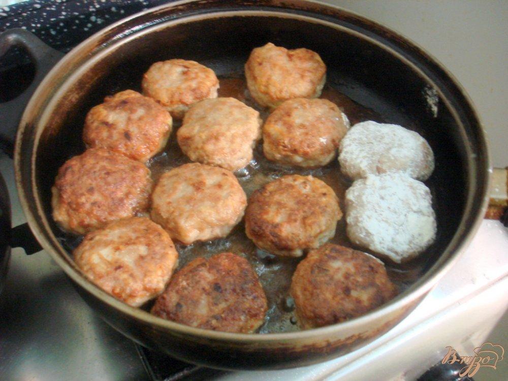 Фото приготовление рецепта: Котлеты в ореховом соусе шаг №4