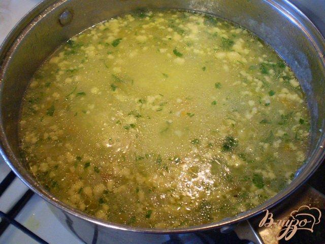 Фото приготовление рецепта: Суп кукурузный с яйцом и зеленью шаг №10