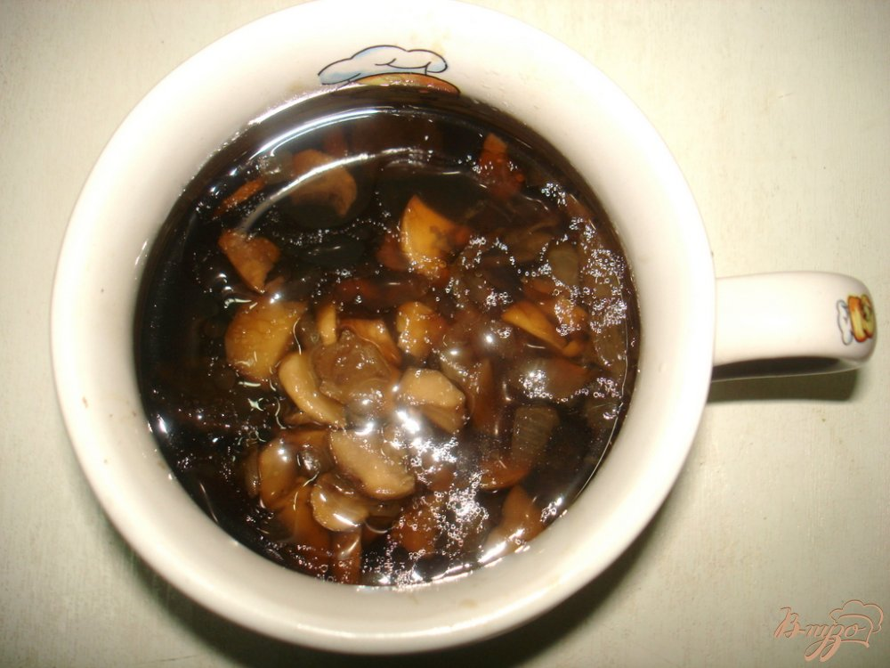Фото приготовление рецепта: Суп с лесными грибами на курином бульоне шаг №5