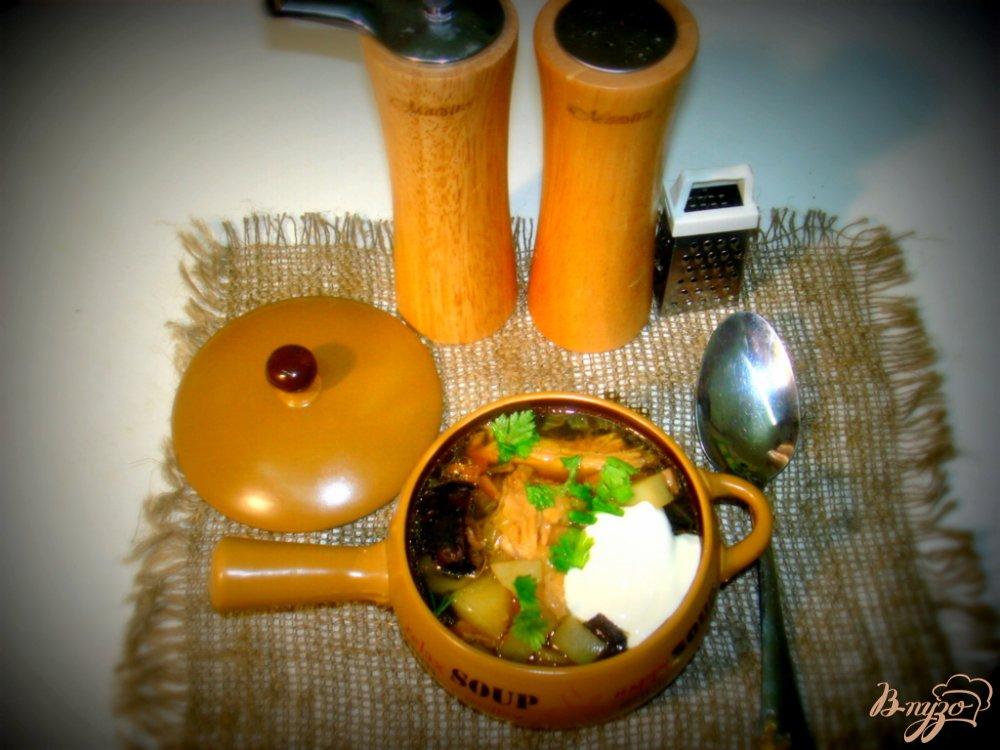 Фото приготовление рецепта: Суп с лесными грибами на курином бульоне шаг №6