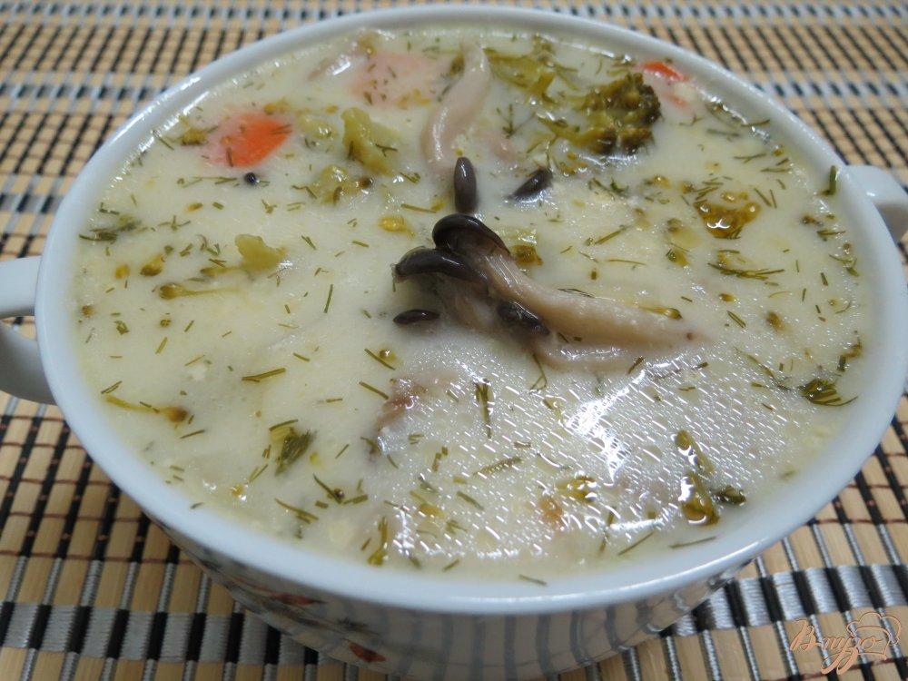 Фото приготовление рецепта: Суп с вешенками и брокколи шаг №9