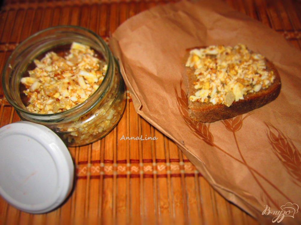 Фото приготовление рецепта: Селедочное масло с икры и яйцом шаг №5