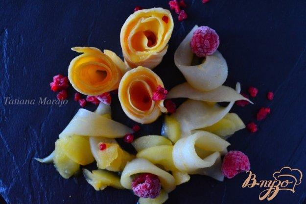 фото рецепта: Блинчики с лимонным курдом и фруктами