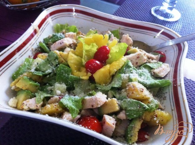Салат з авокадо, курячого філе і ананасів. Як приготувати з фото