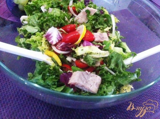 фото рецепта: Овощной салат с копченым угрём.