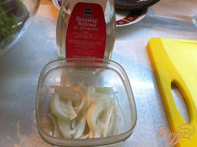Фото приготовление рецепта: Овощной салат с копченым угрём. шаг №3