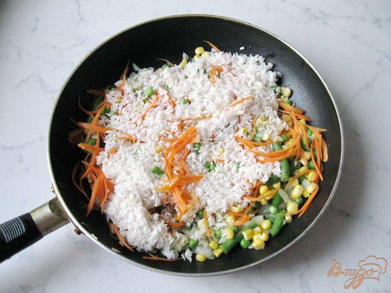 Фото приготовление рецепта: Рис с овощами шаг №3