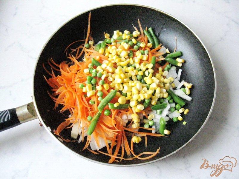Фото приготовление рецепта: Рис с овощами шаг №2