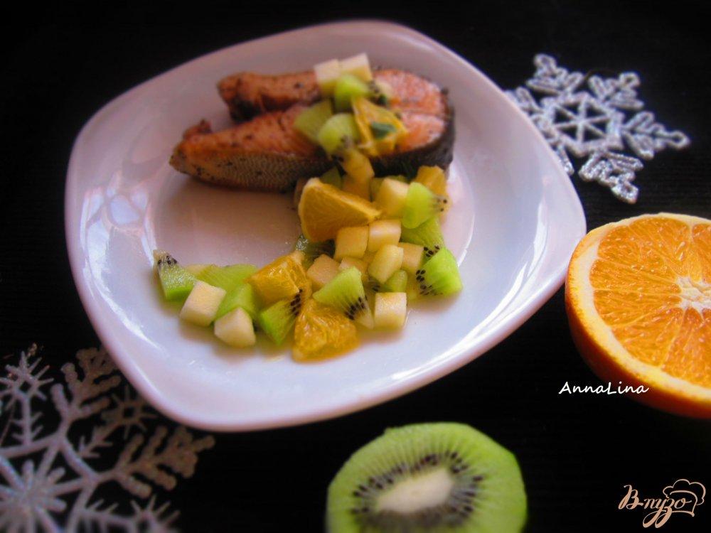 Фото приготовление рецепта: Стейк горбуши с фруктовой сальсой шаг №4