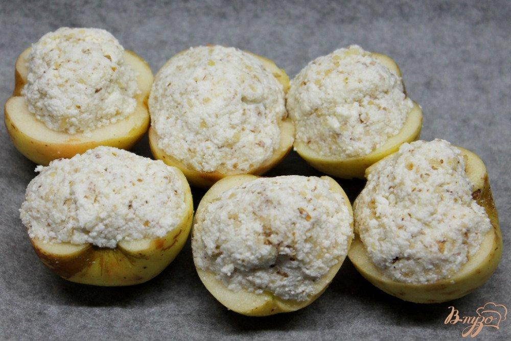 Фото приготовление рецепта: Яблоки запеченные с творогом шаг №5