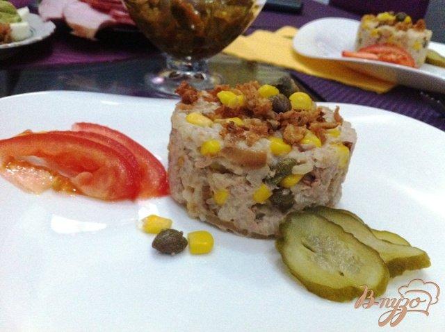 Фото приготовление рецепта: Салат с тунцом и рисом шаг №8