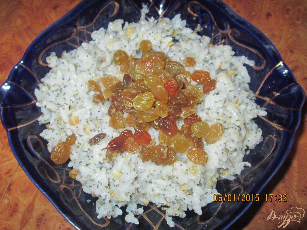 Фото приготовление рецепта: Кутья из риса с макои и изюмом шаг №4