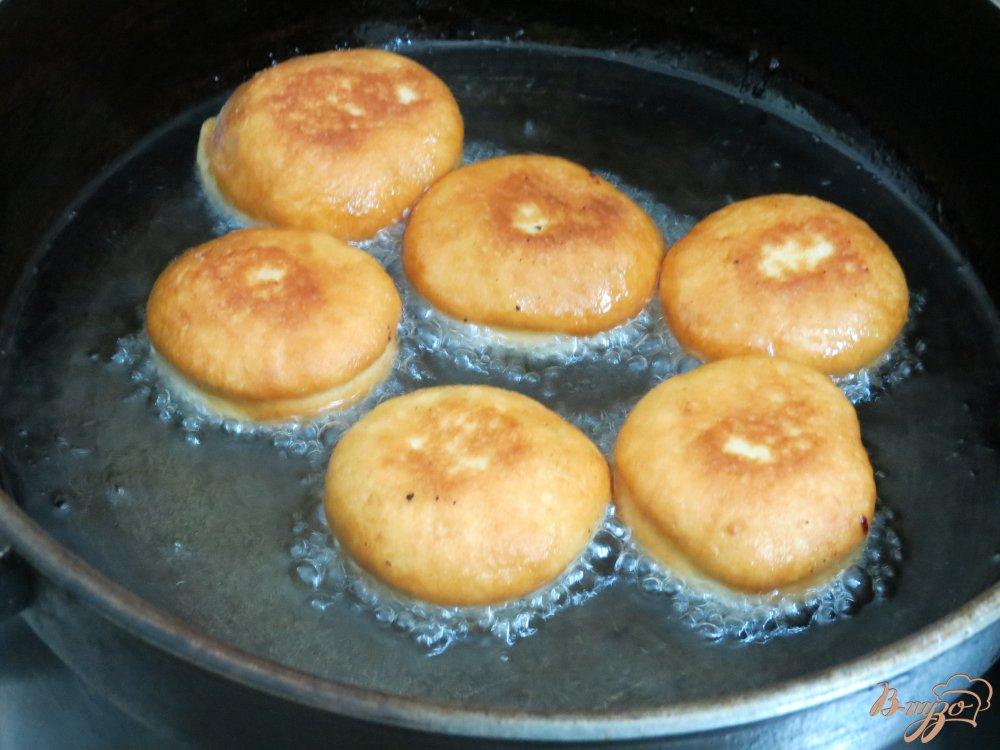 Фото приготовление рецепта: Пончики шаг №6
