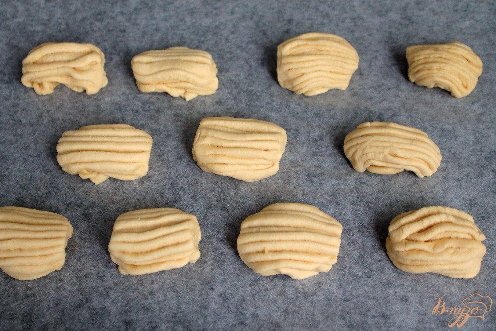 Фото приготовление рецепта: Ванильное печенье «Полоски» шаг №6