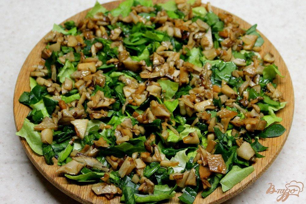 Фото приготовление рецепта: Зеленый салат с топинамбуром и сыром шаг №6