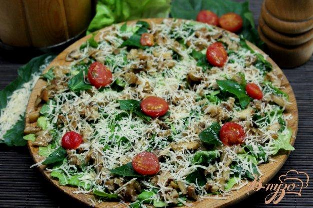 фото рецепта: Зеленый салат с топинамбуром и сыром