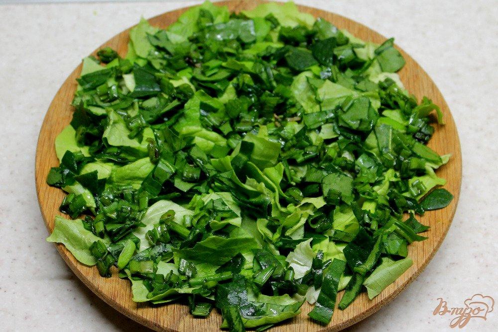 Фото приготовление рецепта: Зеленый салат с топинамбуром и сыром шаг №5