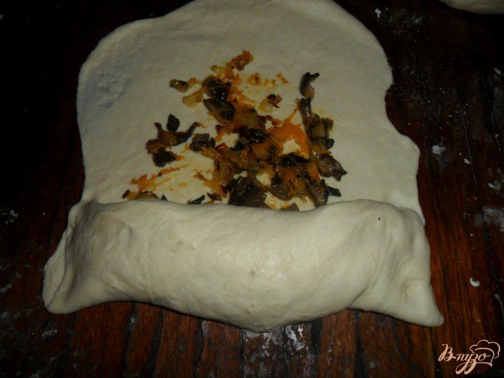 Фото приготовление рецепта: Рулет с грибами шаг №5