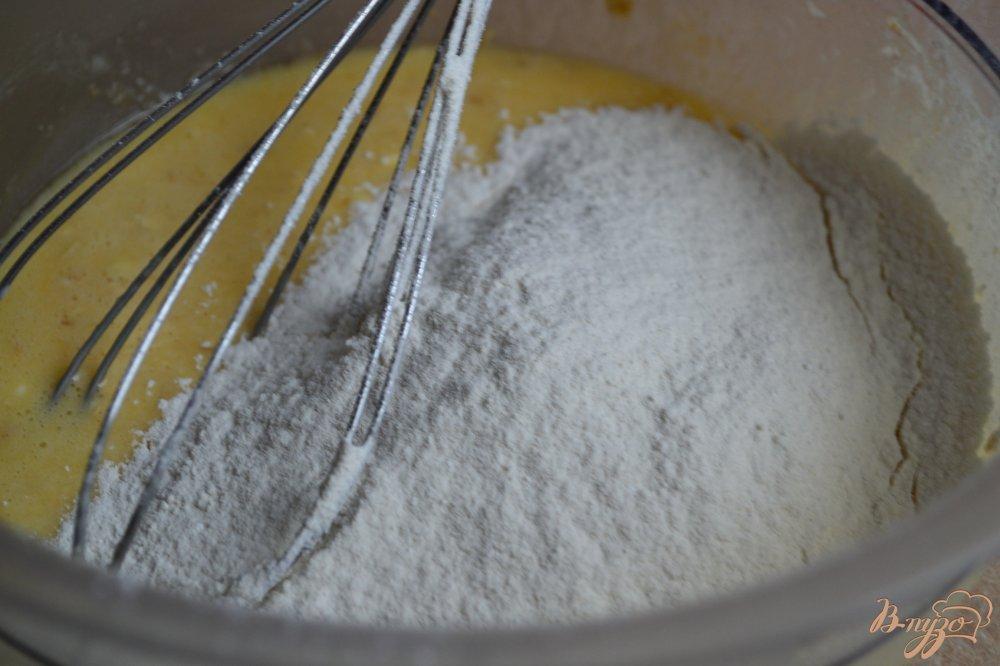 Фото приготовление рецепта: Вафли с овсом и малиной шаг №3