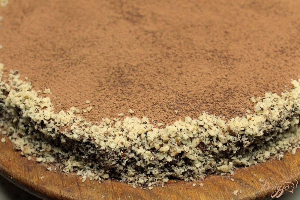 Фото приготовление рецепта: Шоколадно-ореховый торт шаг №9