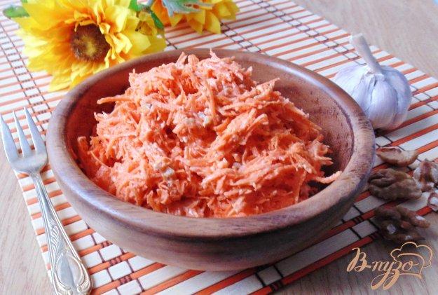 Салат морквяний з горіхами і часником. Як приготувати з фото