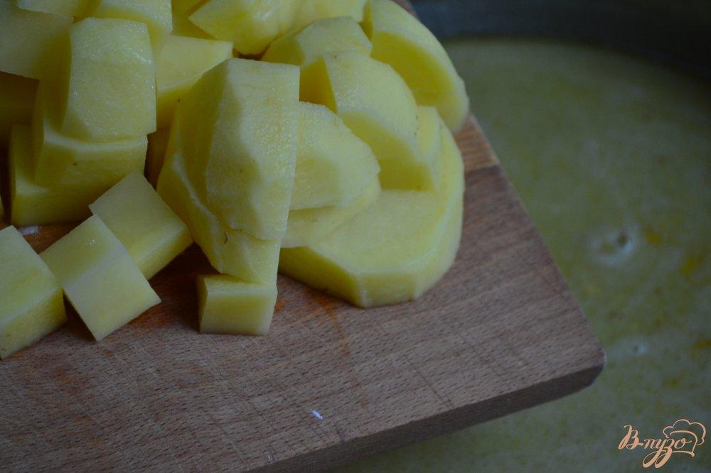 Фото приготовление рецепта: Сливочный суп с шампиньонами шаг №3