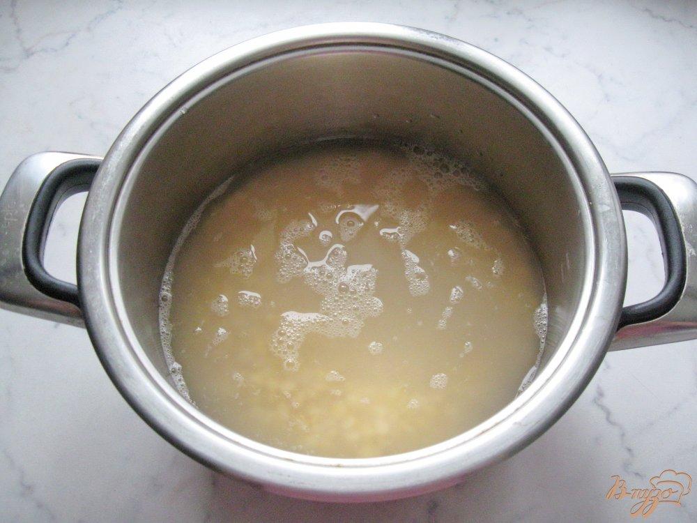 Фото приготовление рецепта: Вегетарианский гороховый суп с томатом. шаг №2