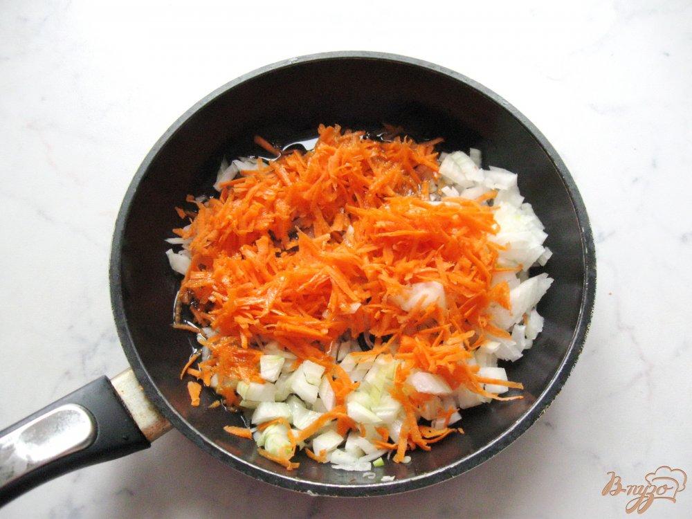Фото приготовление рецепта: Вегетарианский гороховый суп с томатом. шаг №4